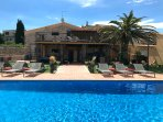 Villa Molletero. 14->25 persons with private pool + BBQ + wood oven. 9 bedrooms.