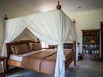 Luxury 30m2 bedroom, ensuite bathroom, pool, fast internet, fridge, kettle, microwave, toaster, TV