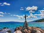 girl with the seagull, lungomare Opatija