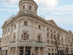 Nottinghill's famous historic cinema, The Coronet, is in walking distance.
