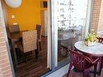 Acceso al comedor desde nuestra ámplia y soleada terraza privada