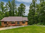 Pine Ridge- Private and Peaceful on acre lot but still only 5 minutes to the Pigeon Forge Parkway.