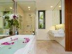 Ocean View Master En-Suite Bathroom