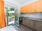 Orange Apartment - Patio access