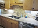 Beautiful Backsplash in Modern Kitchen