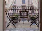 terrazzino per colazioni o cenette romantiche a lume di candela