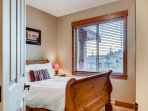 Snowbanks 1 2nd Floor Queen Bedroom