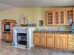 Mini Bar/Fireplace/Living area