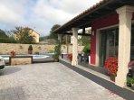 Amplio jardín y aparcamiento con piscina y jacuzzi!!