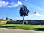 Fort Moultrie, Sullivan's Island! 10 Minutes Away!