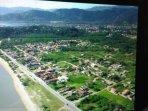 bairro da Jabaquara, no Fundo esta a cidade histórica de Paraty.
