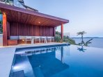 'Mavi' Palm Beach. Luxury holiday home with wedge edge pool with ocean backdrop
