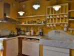 cucina con la seta in marmo di Carrara