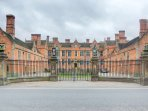 Heslington Hall round corner by bus
