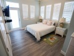 LUNA: Mstr bedroom with Queen bed and patio access