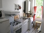 Has a gas cooker and grill