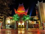 FAMOUS CHINESE THEATRE 1 BLOCK AWAY