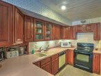 2 fully equipped kitchens offer convenience for large parties and reunions.