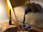 Detalle de una moderna cama italiana.