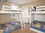 Bedroom,Furniture,Molding,Indoors,Room