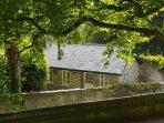 Unique Contemporary Cottage by Lancaster Castle. 2 minutes walk from Lancaster Train Station.