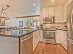 Fully Equipped Kitchen with High-end Finishes, Stainless Steel Appliances, Granite Countertops