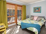 2nd bedroom.....bright and cheerful