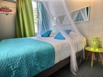 Chambre double climatisée avec moustiquaire