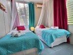 Chambre twin climatisée avec moustiquaire