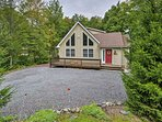 Escape to the serene shores of Pocono Lake for a relaxing getaway in this spacious 3-bedroom, 2-bathroom vacation...