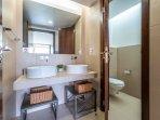 The suite bathroom.