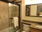 Newly Remodeled Twin bedroom en-suite bathroom