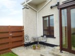 COAST VIEW, three bedrooms, pet friendly, garden with patio, in Kilmore Quay