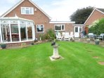 ROSS HOUSE, WIFI, large garden with pond, conservatory, in Chester, Ref 963719