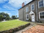 PENGWITHOR traditional Cornish cottage, garden, walking distance to pubs and sho