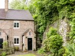 BRIDGE VIEW COTTAGE, beautiful and cosy, WiFi, character, in Ironbridge, Ref