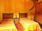 Casa en Medio del Bosque en Tenerife Norte Casa Los Castaños Habitación 2 camas