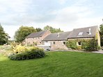 LEE HOUSE COTTAGE, wood burner, breakfast bar, eight bedrooms, annexe, hot tub,