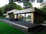 SILLY KNOT, luxury detached cottage, hot tub, en-suites, woodburner, parking, pa