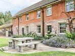 CROSSBILLS, off road parking, shared garden with patio, in Mundford, Ref 923233