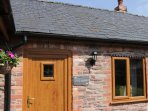 THE OWL BARN, pet friendly, countryside views, Ref. 5173