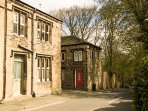 ONE SHARP LANE, country holiday cottage, with a garden in Almondbury, Ref 29158