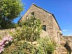GLEN'S COTTAGE, detached stone-built cottage, exposed beams, near Longnor, Ref 2