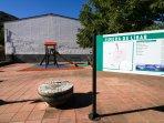 Parque infantil junto a la fuente. A 100 metros de Casa-Molino: El Molino del Panadero
