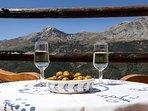 Aperitivo en la terraza, naturaleza, hospitalidad:   Casa-Molino: El Molino del Panadero