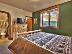 You'll find 3 bedrooms with queen beds and en-suite bathrooms.