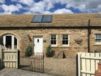 STABLES COTTAGE, family friendly, character holiday cottage, with a garden in Wh