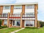 11 BROAD STRAND, balcony, close to the beach, seaside views, in Rustington