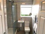 Family-friendly shower room