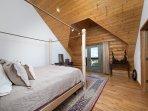 Bedroom 3/queen/balcony